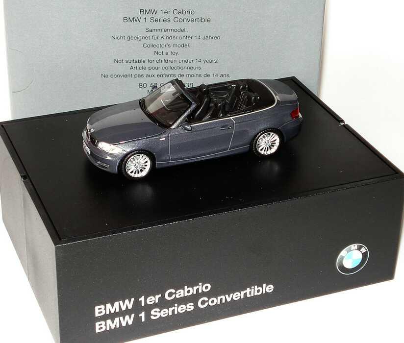 Foto 1:43 BMW 1er Cabrio (E88) sparklinggraphite-met. Werbemodell Minichamps 80420427038