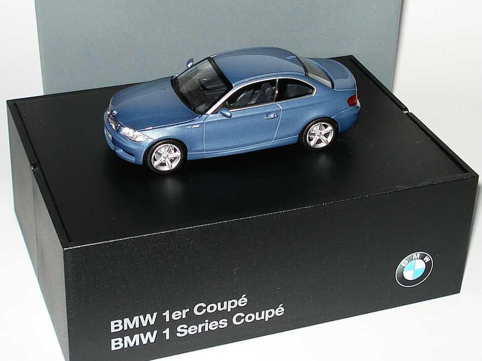 Foto 1:43 BMW 1er Coupé (E82) kristallblau-met. Werbemodell Minichamps 80420427068
