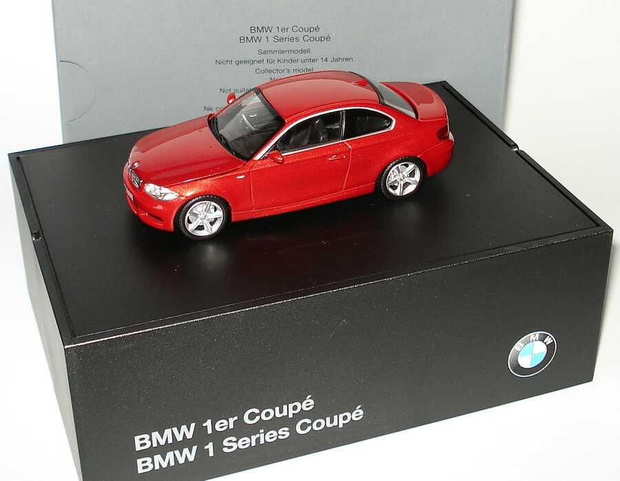 Foto 1:43 BMW 1er Coupé (E82) sedonarot-met. Werbemodell Minichamps 80420427067
