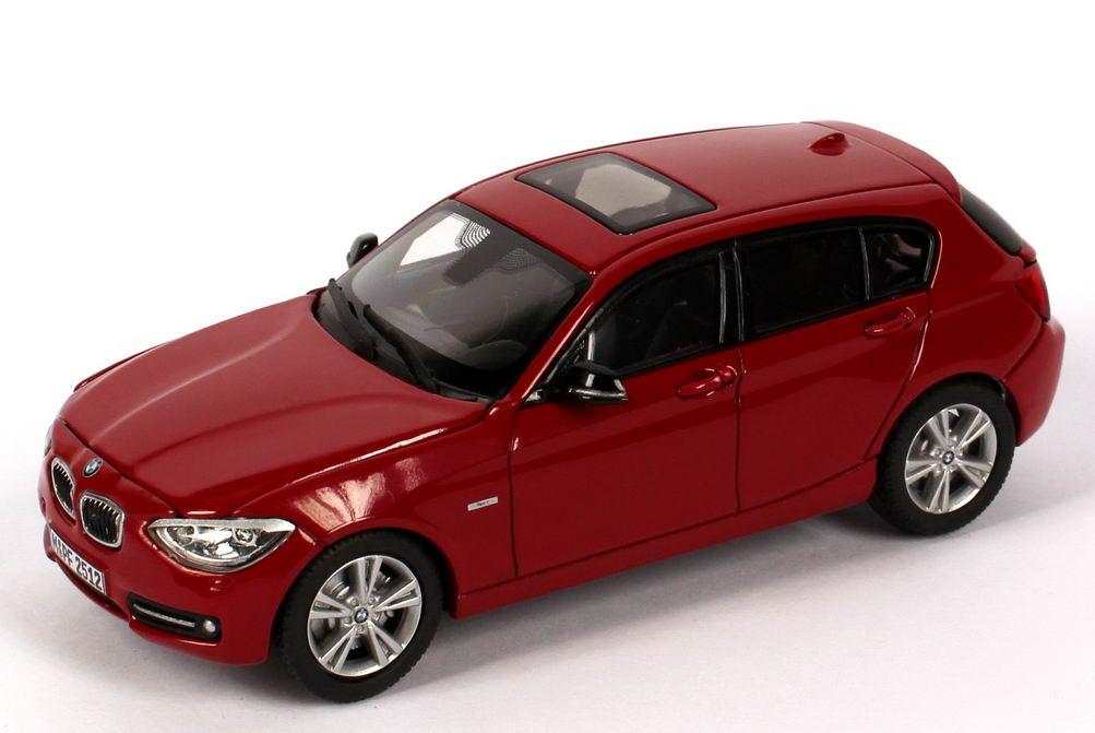 Foto 1:43 BMW 1er (F20) 5türig 125i Sport karmesin-rot Werbemodell BMW-Group 80422210026