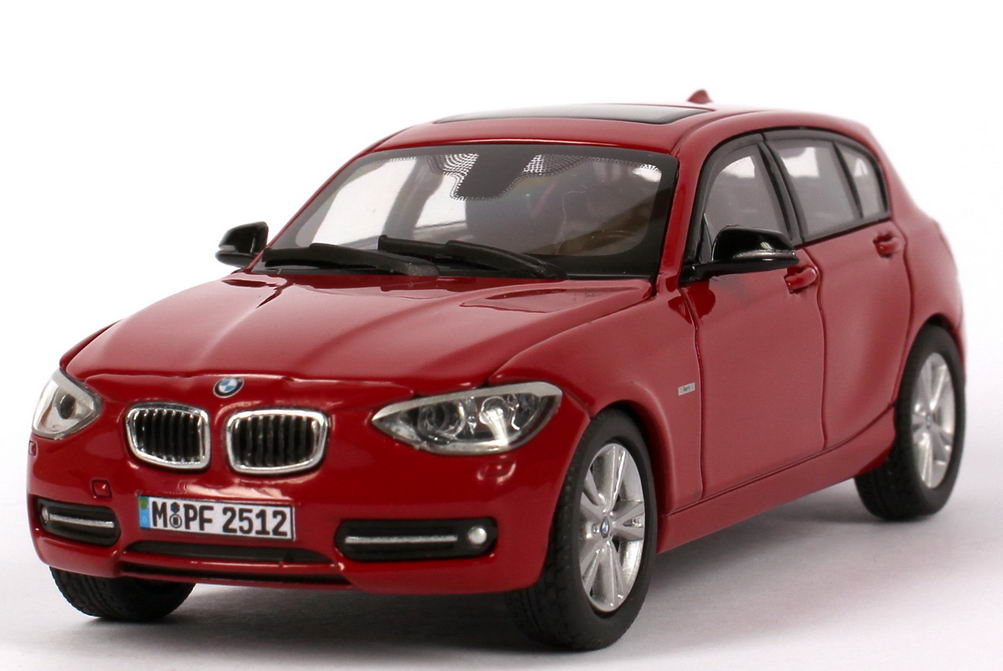 1 43 bmw 1er 2011 f20 5t rig 5door 125i sport karmesin rot. Black Bedroom Furniture Sets. Home Design Ideas