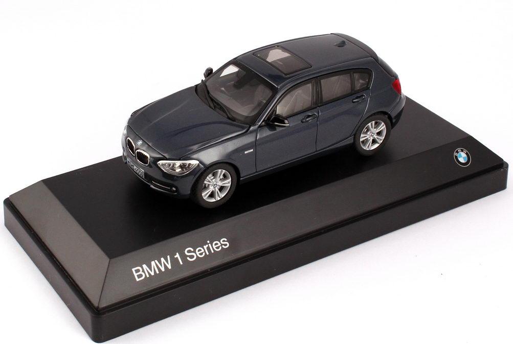 Foto 1:43 BMW 1er (F20) 5türig 125i Sport nacht-blau-met. Werbemodell BMW-Group 80422210023