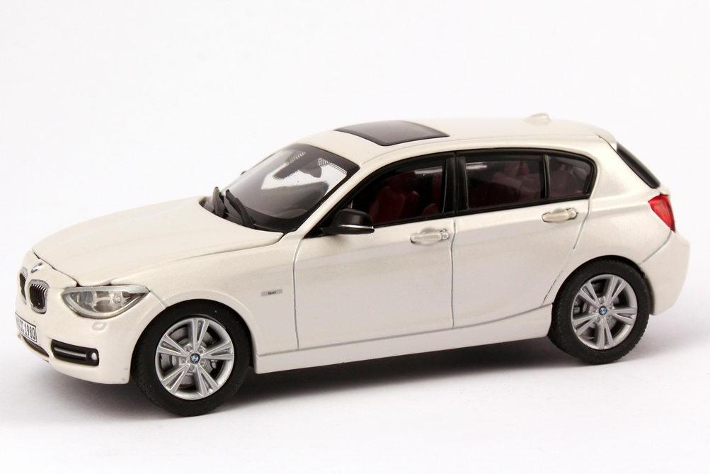 Foto 1:43 BMW 1er (F20) 5türig 125i Sport mineral-weiß Werbemodell BMW-Group 80422210024