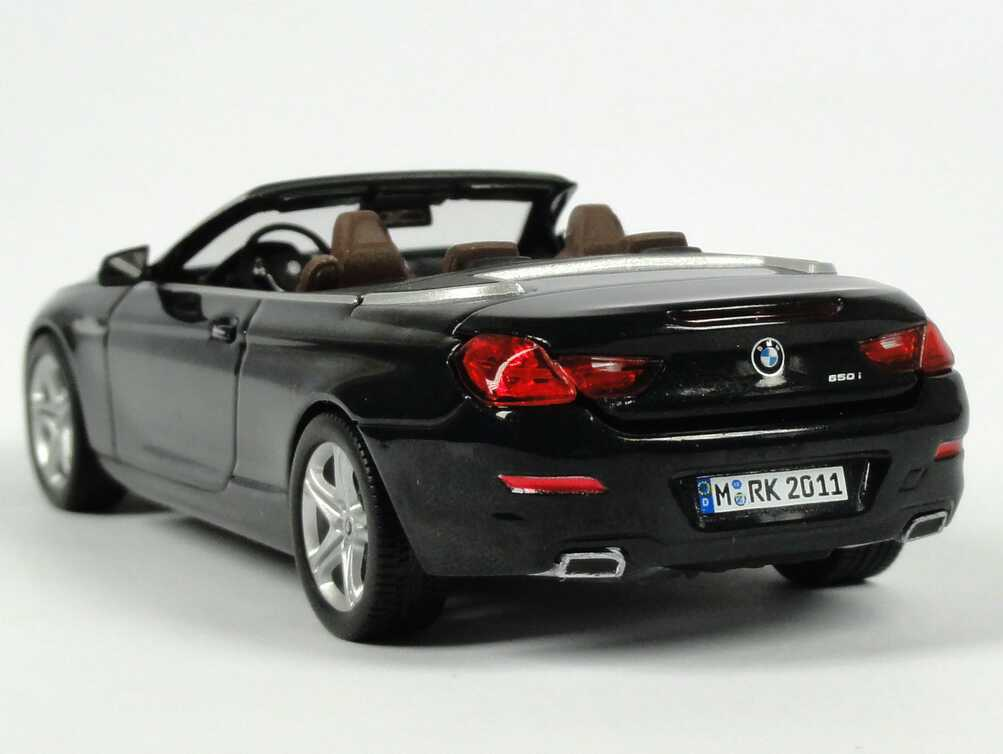 bmw 650i cabrio f12 saphir schwarz met werbemodell bmw. Black Bedroom Furniture Sets. Home Design Ideas