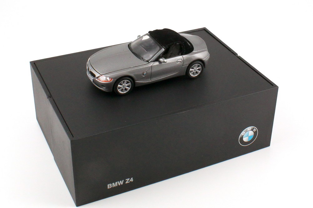 Foto 1:43 BMW Z4 Roadster (E85) sterling-grau-met. Werbemodell Norev 80420392222