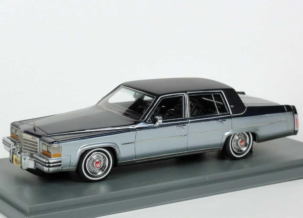 Foto 1:43 Cadillac Fleetwood Brougham 1980 blausilber-met./dunkelblau-met. NEO Scale Models 43556