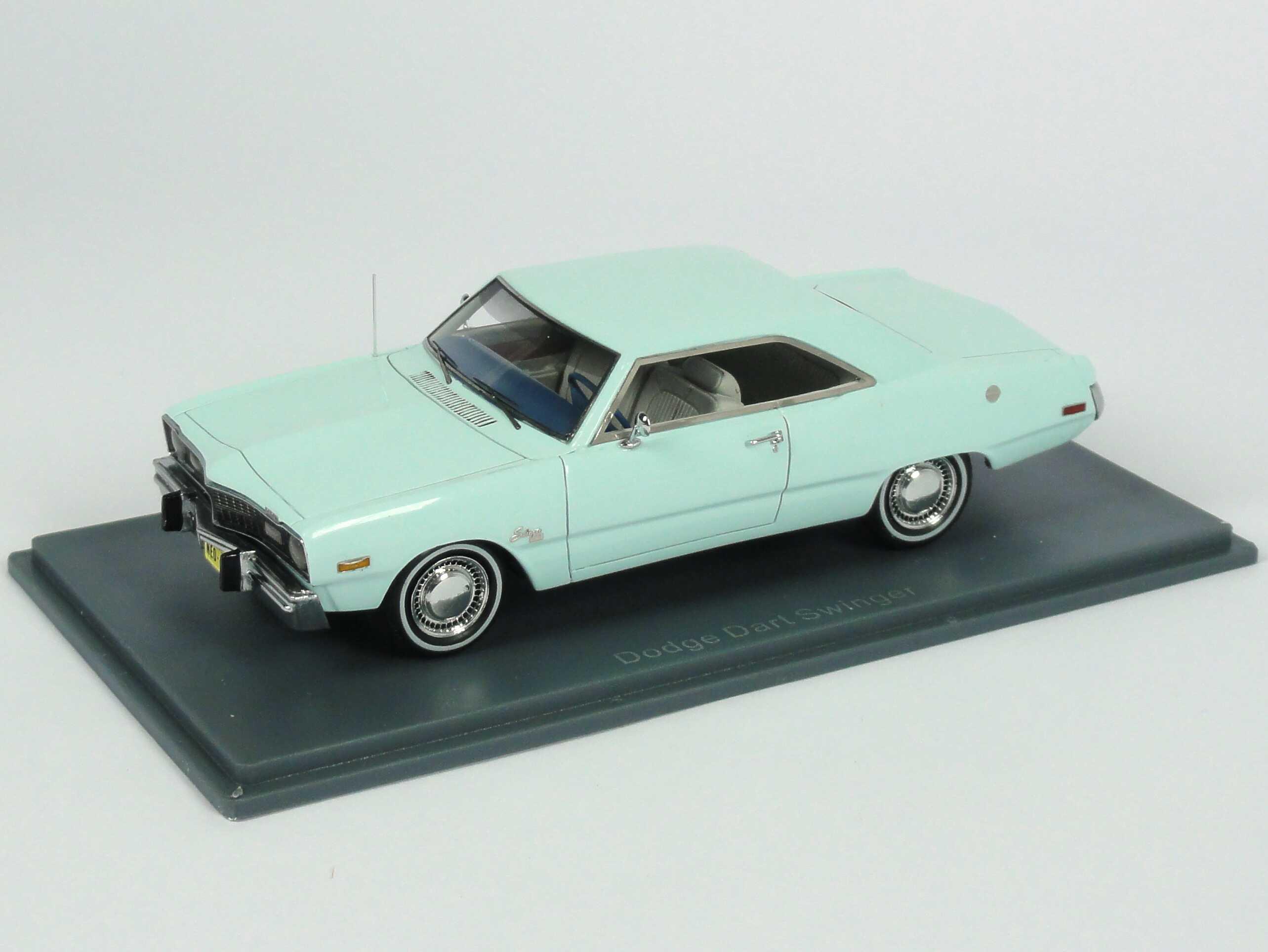 Foto 1:43 Dodge Dart Swinger (1973) hellblau NEO Scale Models 44405