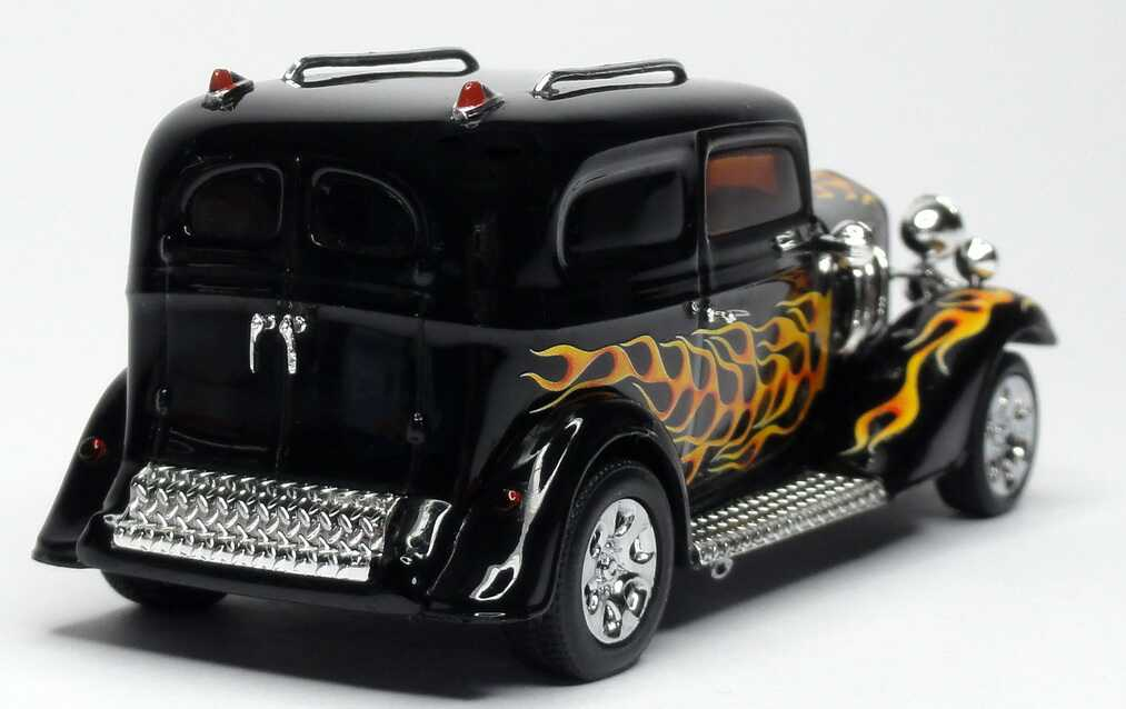 1 43 ford model b hot rod schwarz black mit flammen design. Black Bedroom Furniture Sets. Home Design Ideas