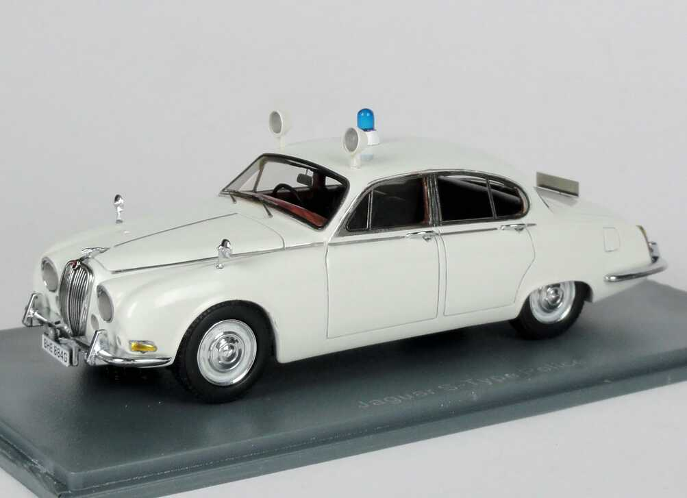Foto 1:43 Jaguar S-Type (1965) British Police weiß NEO Scale Models 43948
