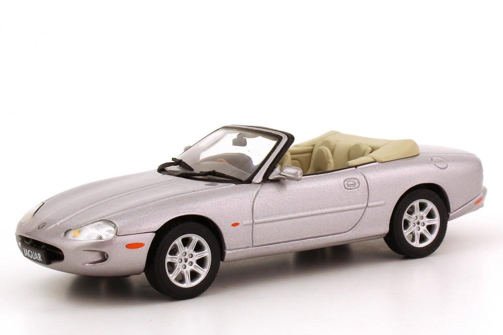 Foto 1:43 Jaguar XK8 (X100) Cabrio 1996 (RHD) platinum-silver-met. AUTOart 53712