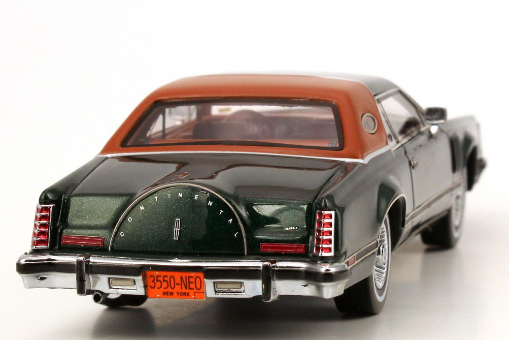 Foto 1:43 Lincoln Continental Mark V dunkel-grün-met./braun NEO Scale Models 43550