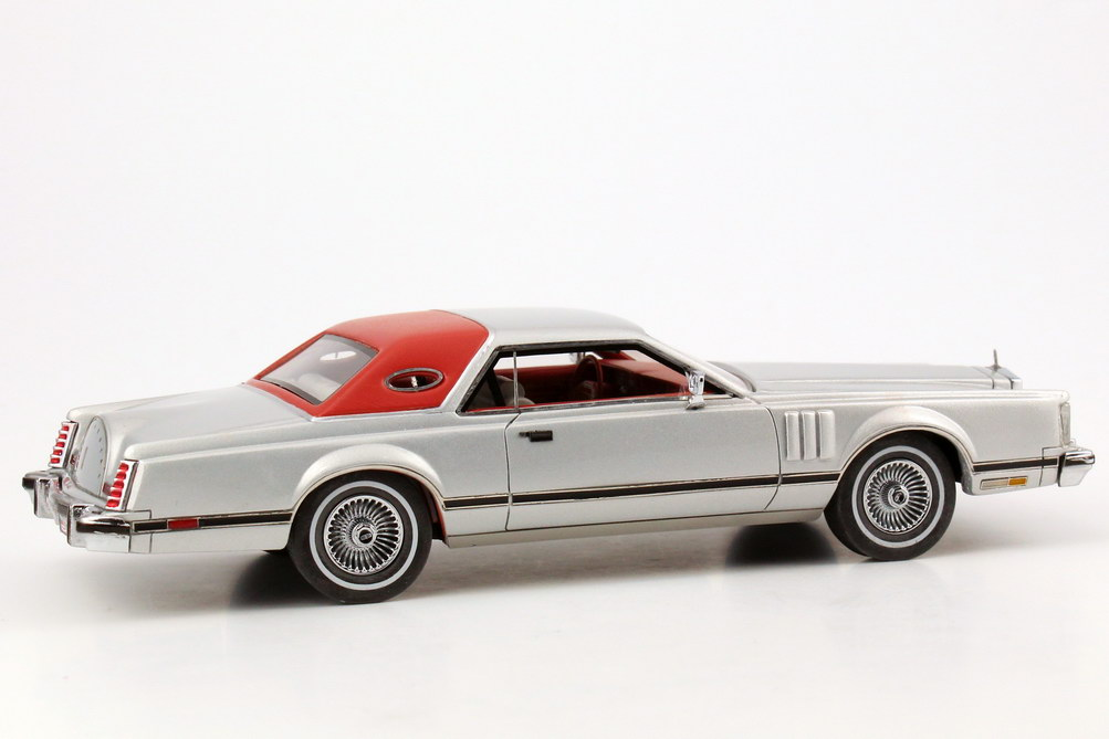 Foto 1:43 Lincoln Continental Mark V silber-met./rot NEO Scale Models 43554