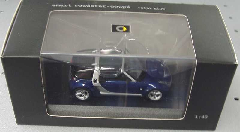 Foto 1:43 MCC Smart Roadster Coupé star-blue-met./silber Werbemodell Minichamps 0014180V001C06Q00