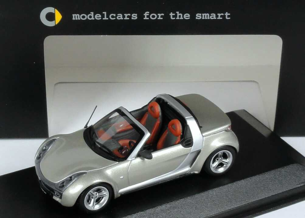Foto 1:43 MCC Smart Roadster champagne-remix-met. Werbemodell Minichamps 0014178V001C62Q00