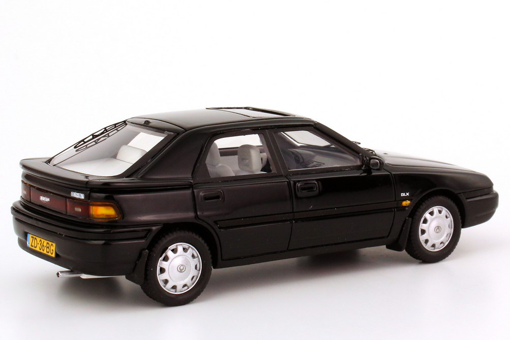 Foto 1:43 Mazda 323F (1992) schwarz NEO Scale Models 43636