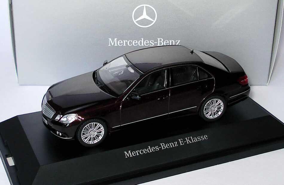 Foto 1:43 Mercedes-Benz E-Klasse (W212) Elegance cupritbraun-met. Werbemodell Schuco B66960211