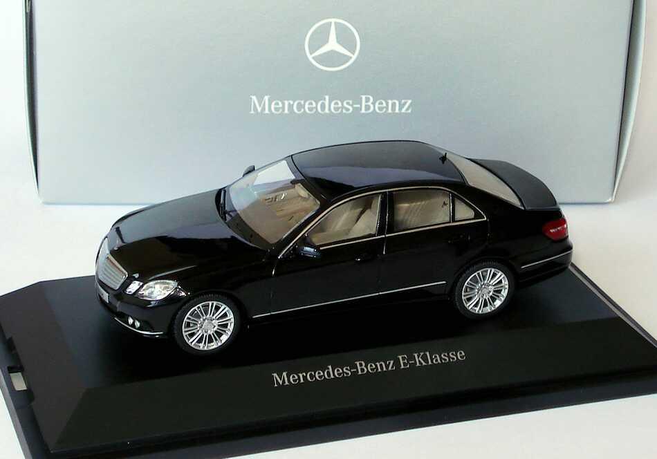 Foto 1:43 Mercedes-Benz E-Klasse (W212) Elegance obsidianschwarz-met. Werbemodell Schuco B66960210
