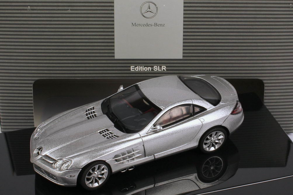 Foto 1:43 Mercedes-Benz SLR McLaren C199 crystal-laurit-silver - Werbemodell - AUTOart B66961976