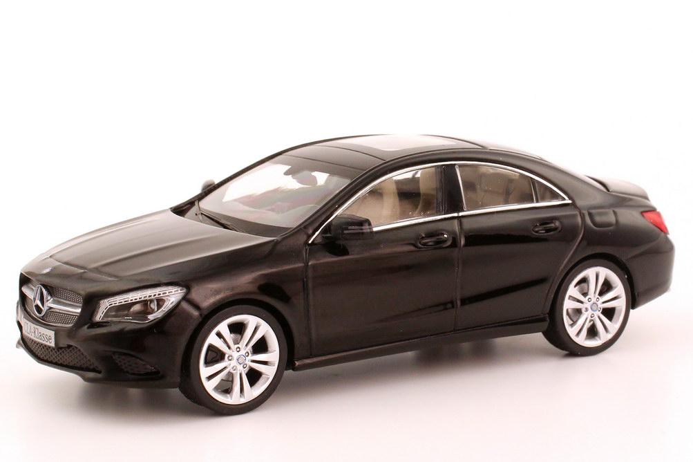 Foto 1:43 Mercedes-Benz CLA-Klasse 2013 (C117) kosmos-schwarz-met. Werbemodell Schuco B66960127