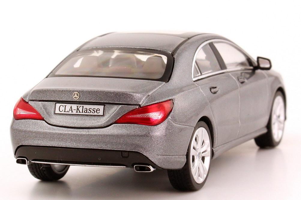 Foto 1:43 Mercedes-Benz CLA-Klasse 2013 (C117) mountain-grau-met. Werbemodell Schuco B66960128