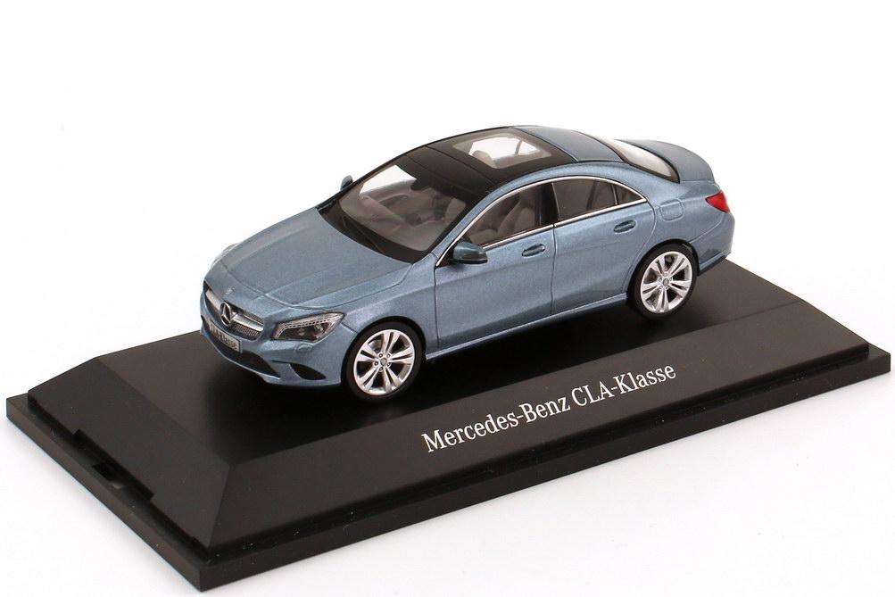 Foto 1:43 Mercedes-Benz CLA-Klasse 2013 (C117) universum-blau-met. Werbemodell Schuco B66960129