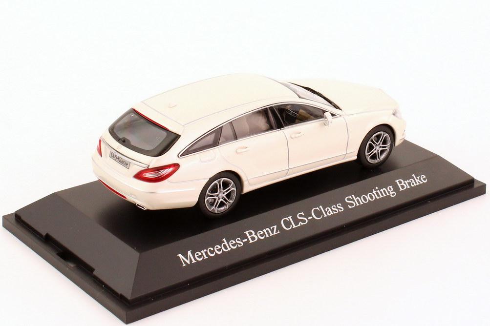 Foto 1:43 Mercedes-Benz CLS Shooting Brake (X218) bright-diamant-weiß Werbemodell Norev B66960113