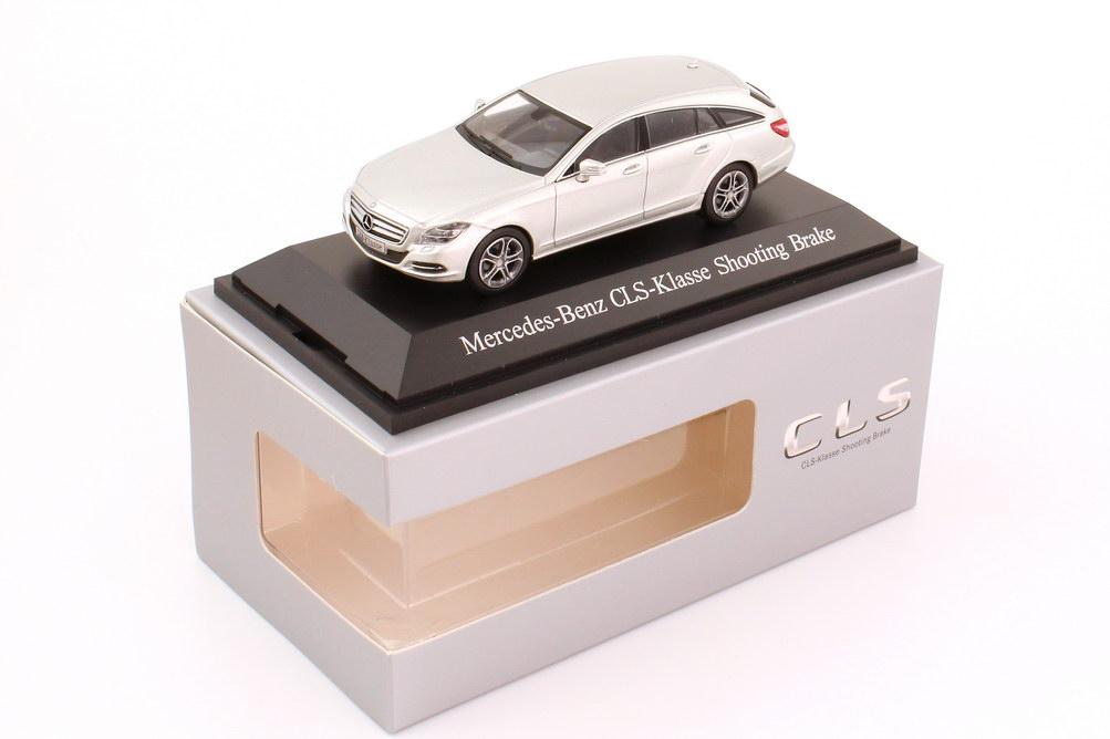 Foto 1:43 Mercedes-Benz CLS Shooting Brake (X218) iridium-silber-met. Werbemodell Norev B66960112