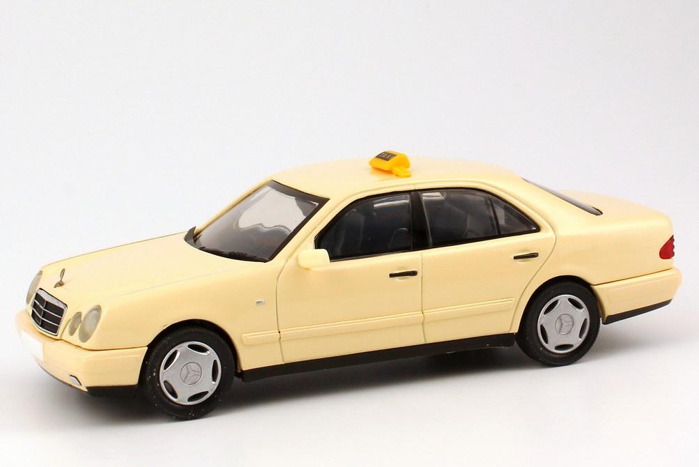 Foto 1:43 Mercedes-Benz E 320 (W210) Taxi Werbemodell herpa B66005731