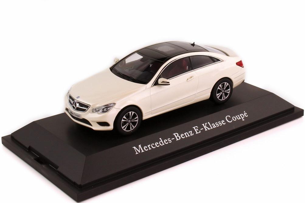 Foto 1:43 Mercedes-Benz E-Klasse Coupé 2013 C207 MOPF diamantweiß-met. - Werbemodell - Kyosho B66960193