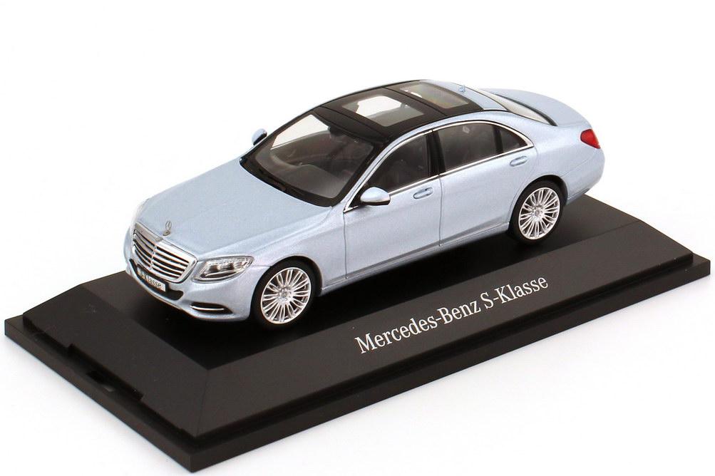 Foto 1:43 Mercedes-Benz S-Klasse 2013 Langversion (V222) diamant-silber-met. Werbemodell Schuco B66960153