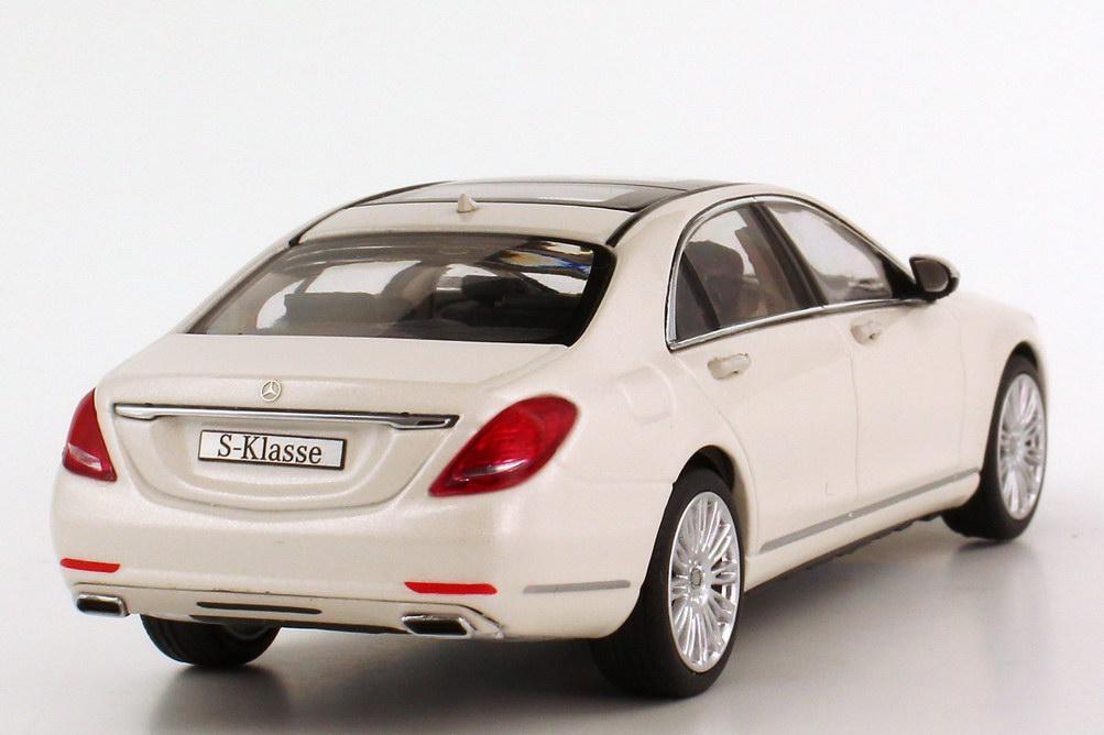 Foto 1:43 Mercedes-Benz S-Klasse 2013 Langversion (V222) diamantweiß-bright-met. Werbemodell Schuco B66960155