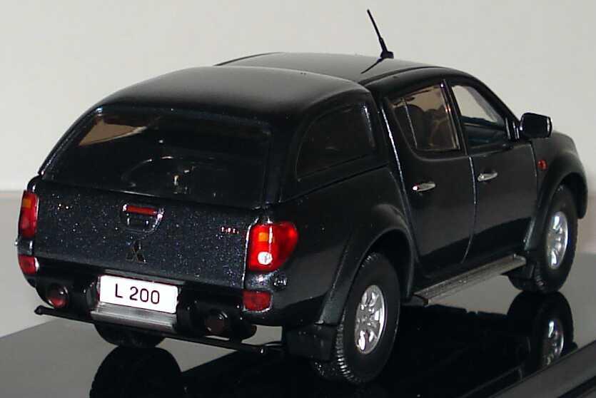 Foto 1:43 Mitsubishi L200 PickUp 2006 titanium-grau-met. Werbemodell Vitesse MME50123