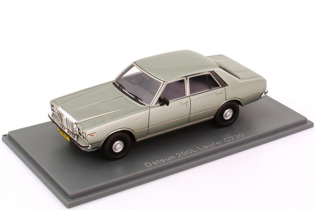 Foto 1:43 Nissan Datsun 200L Laurel (C230) silber-grün-met. NEO Scale Models 44495