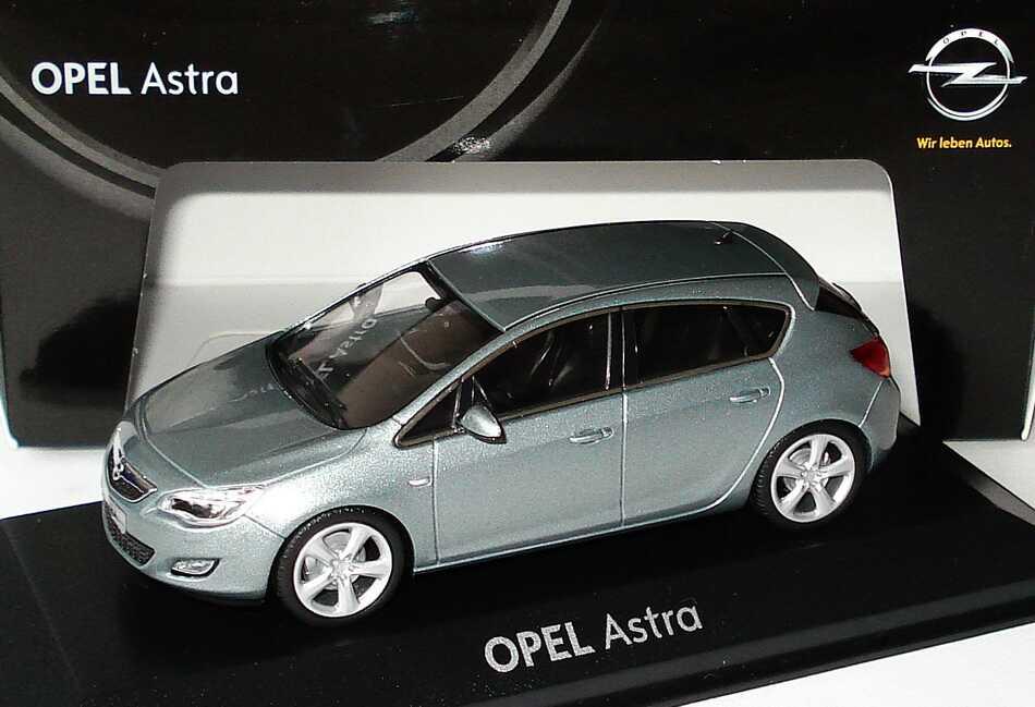 Foto 1:43 Opel Astra J 5-türig silbersee-met. Werbemodell Minichamps