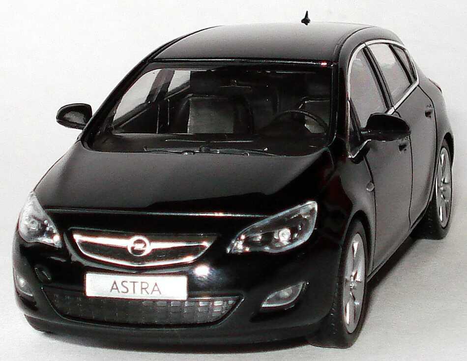 J And M Auto >> Opel Astra J 5-türig saphirschwarz-met. Werbemodell Minichamps in der 1zu87.com Modellauto-Galerie