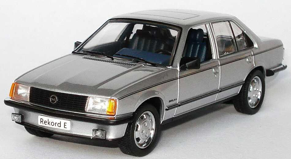 Foto 1:43 Opel Rekord E 2.0 S Berlina silber-met. Werbemodell Schuco 904852771799629