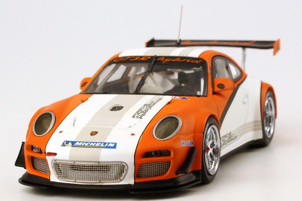 Foto 1:43 Porsche 911 GT3 R Hybrid (997) weiß/orange 2011 Werbemodell Minichamps WAP0201170C