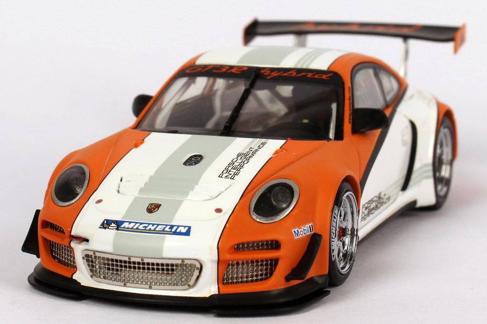 Foto 1:43 Porsche 911 GT3 R Hybrid (997) weiß/orange (Präsentation 2010) Minichamps 400108900