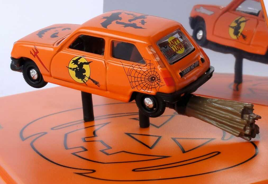 Foto 1:43 Renault R5 orange Happy Halloween mit Besen Norev 510502