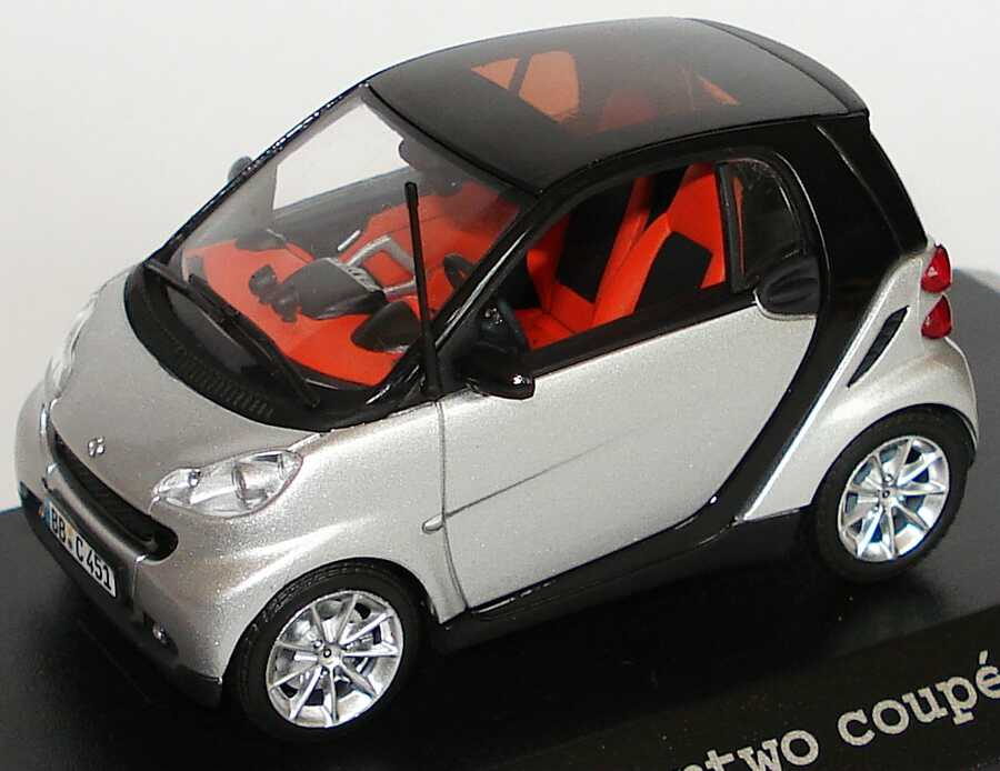 Foto 1:43 Smart Fortwo II Coupé C451 silber-met. Werbemodell Minichamps Q0022529V001C75Q00