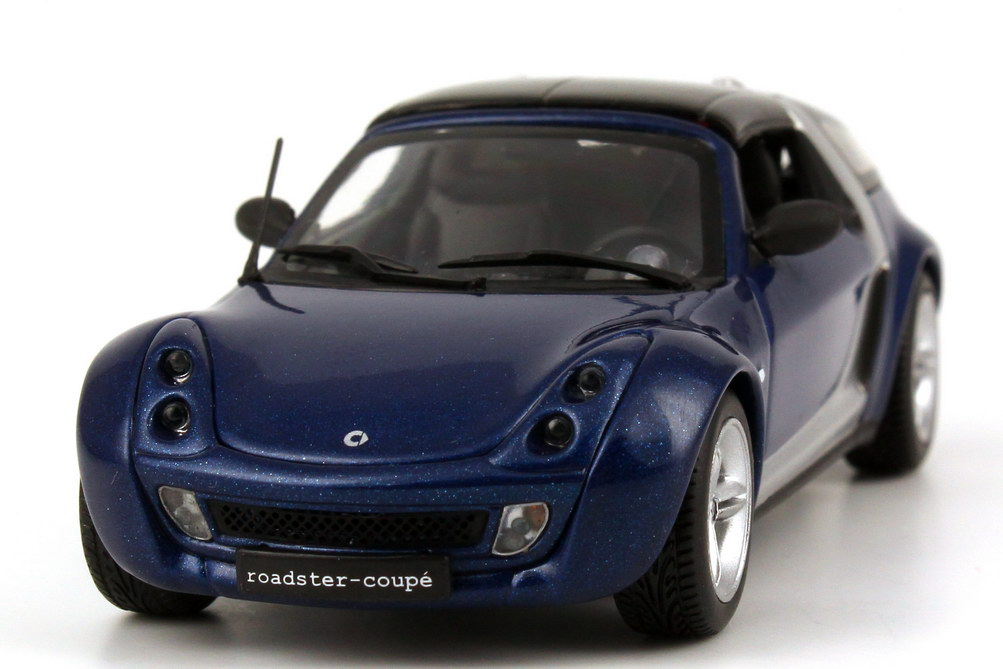 Foto 1:43 Smart Roadster Coupé C452 star-blue-met. Werbemodell Minichamps 0014180V002C06Q00