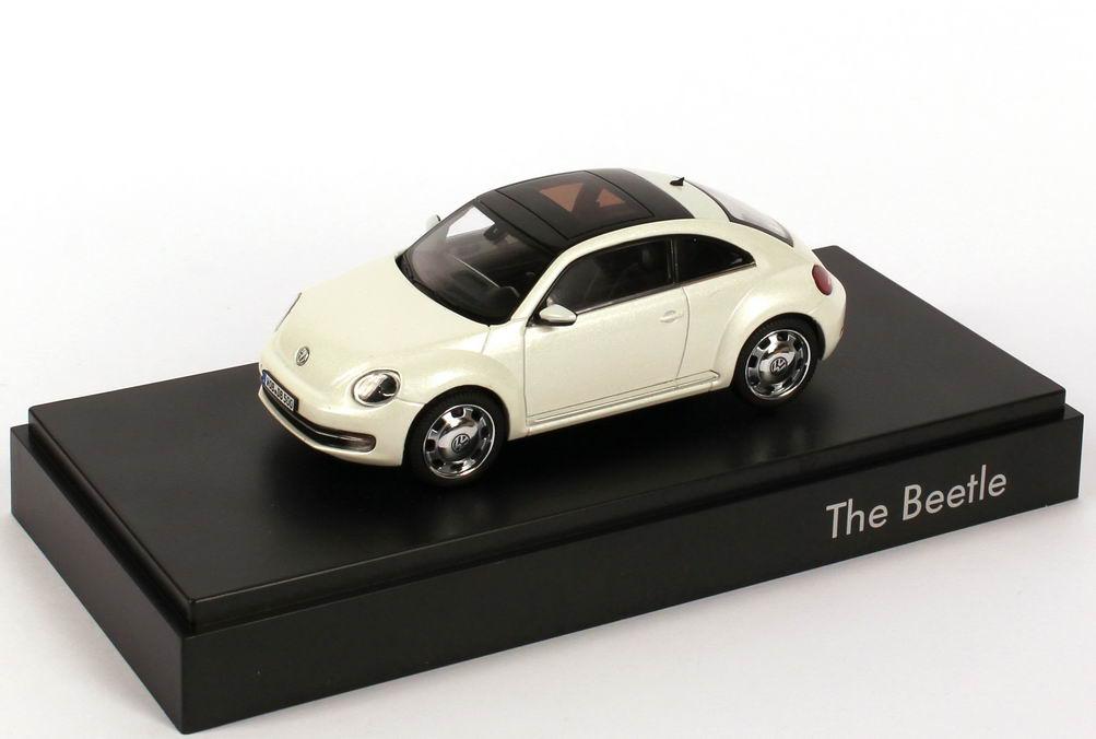 Foto 1:43 VW Beetle (2011) oryxweiß-perlmuteffect Werbemodell Schuco 5C10993000K1