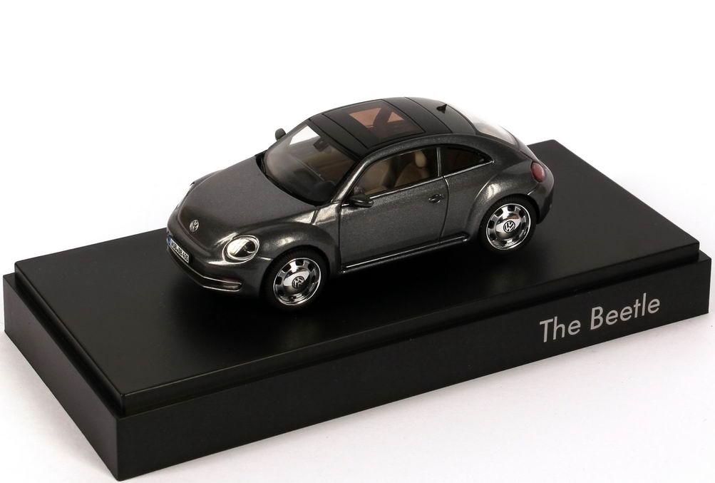 Foto 1:43 VW Beetle (2011) platinum-grey-met. Werbemodell Schuco 5C1099300D7X
