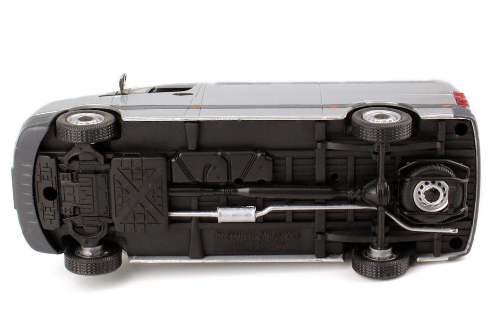 Foto 1:43 VW Crafter 2011 Kasten Hochdach oxid-silber-met. Werbemodell Premium ClassiXXs 2E1099300647
