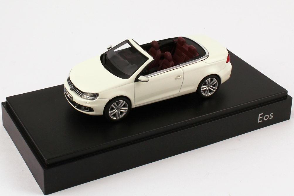 Foto 1:43 VW Eos II 2011 candy-weiß Werbemodell Kyosho 1Q1099300B9A