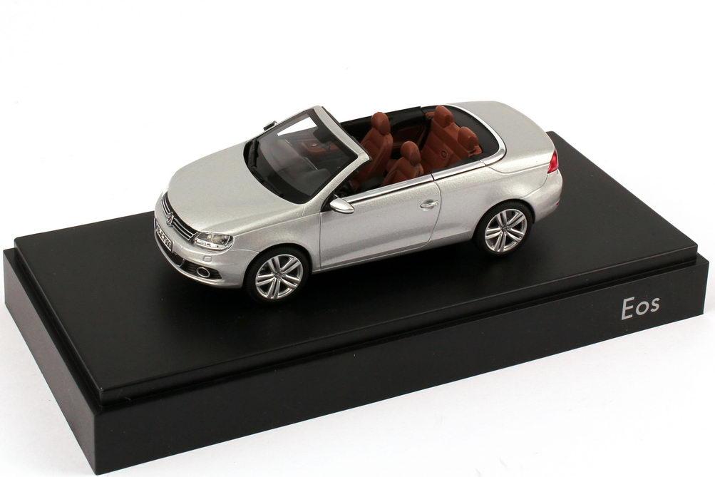 Foto 1:43 VW Eos II 2011 reflex-silber-met. Werbemodell Kyosho 1Q1099300A7W