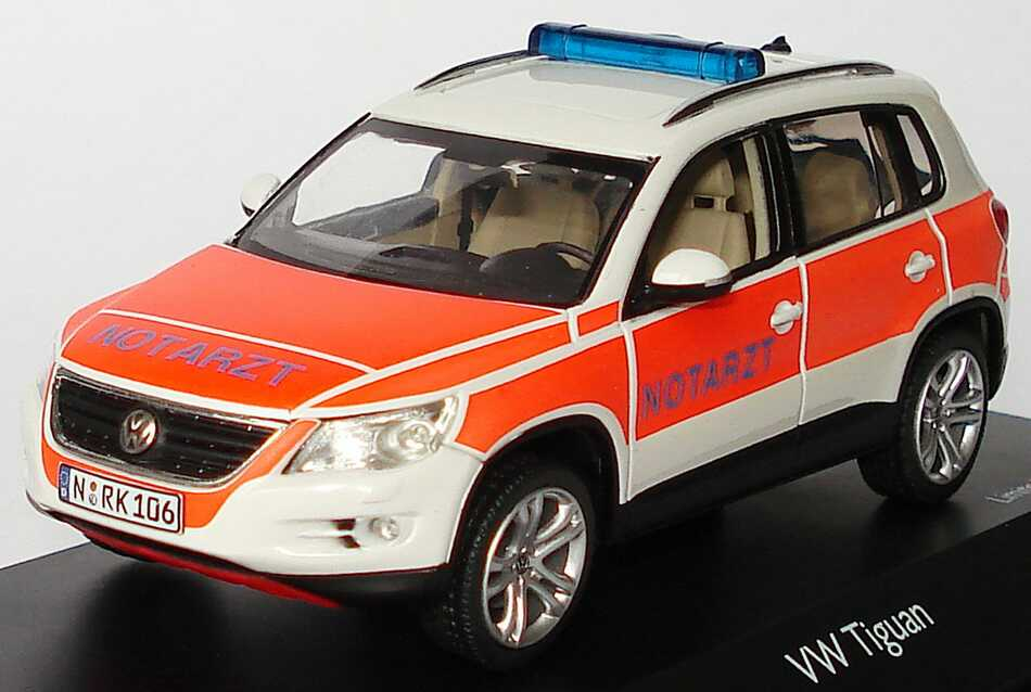 Foto 1:43 VW Tiguan Track and Field NEF Notarzt Schuco 04985