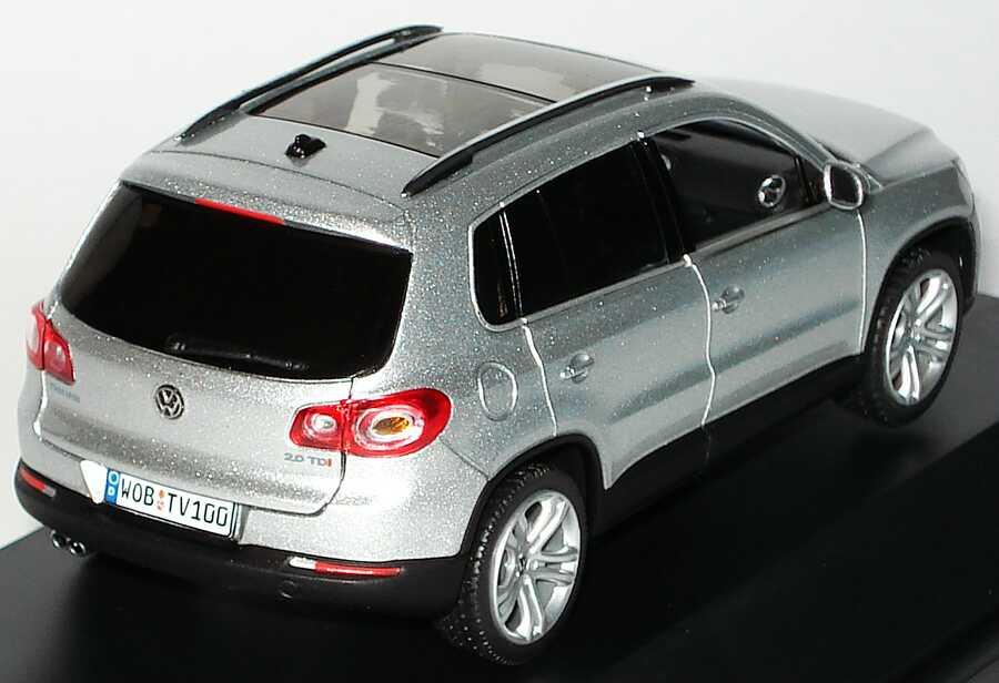 Foto 1:43 VW Tiguan reflexsilber-met. Werbemodell Schuco 5N0099300A7W