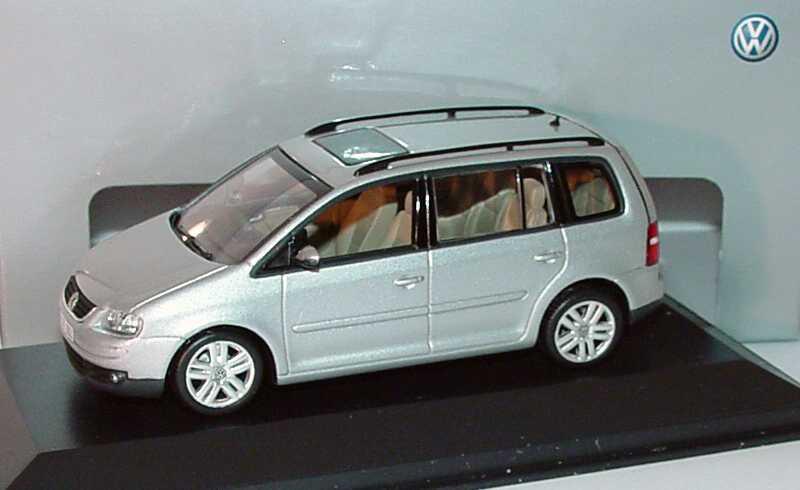 Foto 1:43 VW Touran Typ 1T reflexsilber-met. - Werbemodell - Minichamps 1T0099300A7W