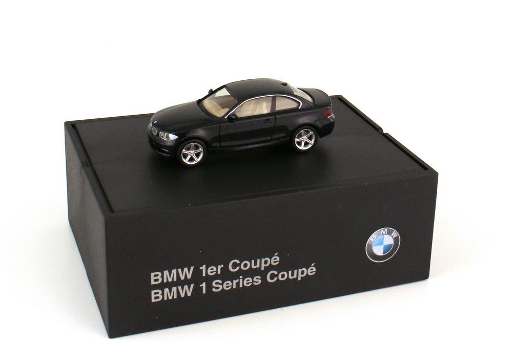 Foto 1:87 BMW 1er Coupé E82 saphirschwarz-met. - Werbemodell - herpa 80410427072